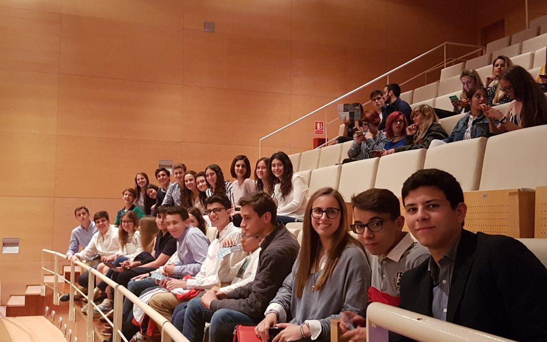 Alumnos de secundaria asisten a la obra Luces de bohemia